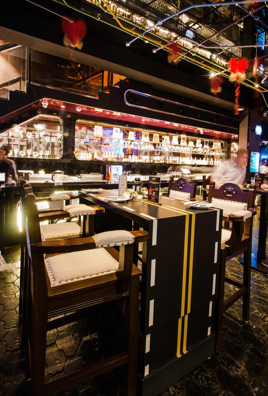 london-taxi-bar-diner-lounge-interior-design-parel-mumbai-10