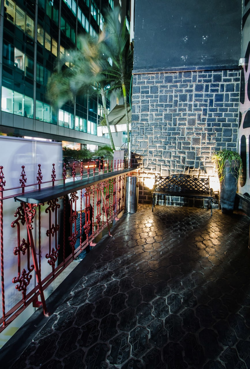 london-taxi-bar-diner-lounge-interior-design-parel-mumbai-13