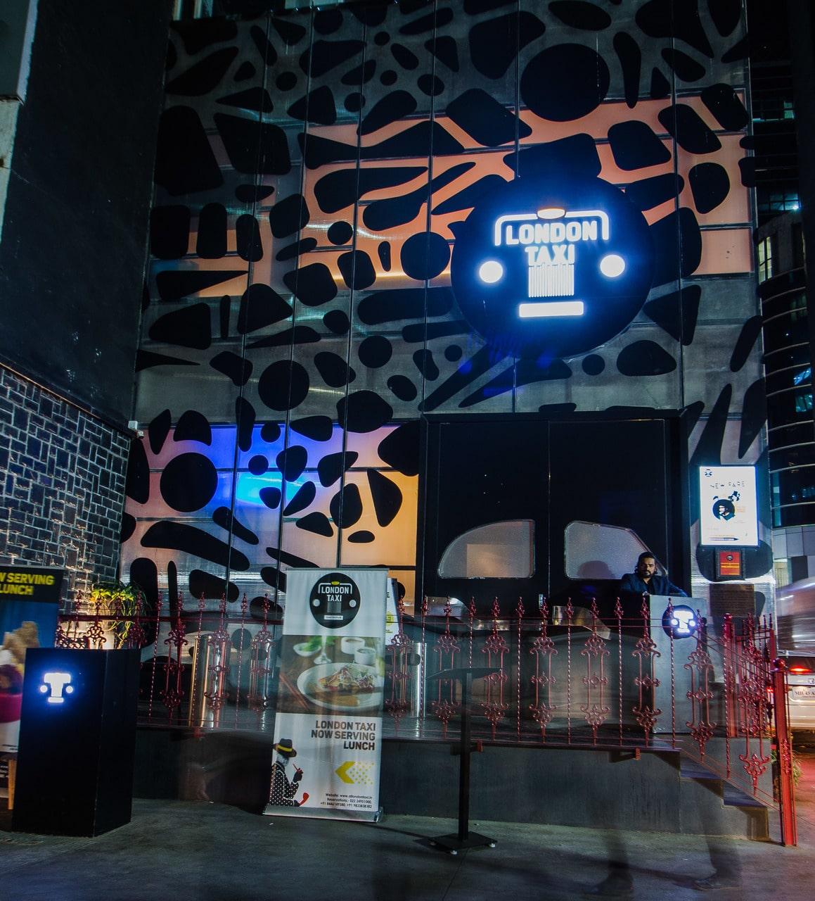 london-taxi-bar-diner-lounge-interior-design-parel-mumbai-11